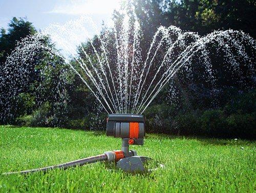 разбрызгиватель для садовой травы