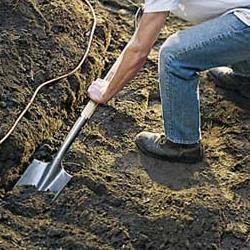 снимается верхний слой почвы