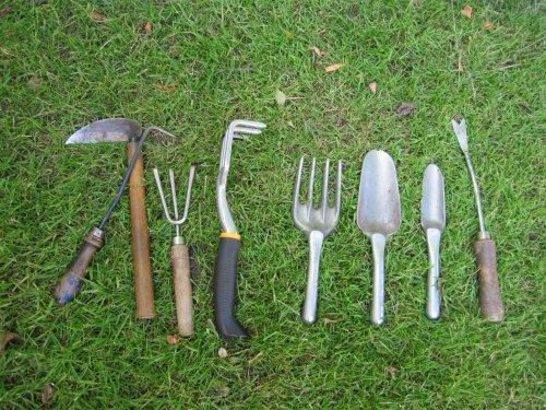 семь приспособлений для борьбы с сорняками